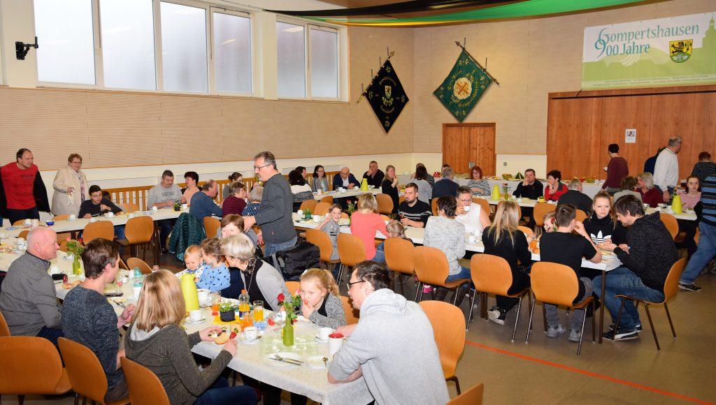 Der Saal war beim Frühstück bis auf den letzten Platz gefüllt.