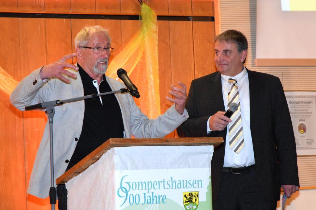 """Das Bild zeigt den """"Wein-Dialog"""" zwischen Karl Knochel und Wielfried Schuhmann"""