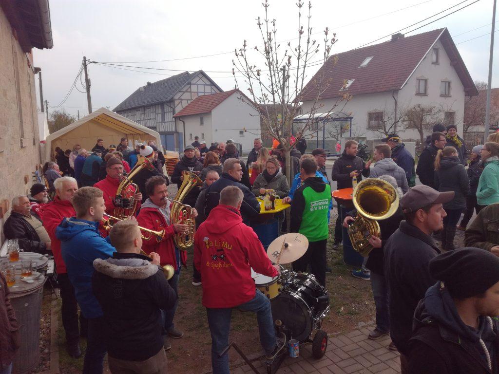 """Zahlreiche Gäste fanden sich zu """"Bier und Brot"""" am Gompertshäuser Brauhaus ein."""