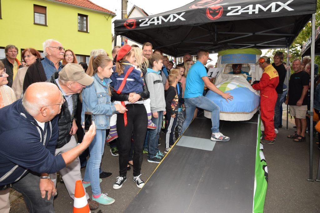 Das Sieger-Team vom Tatschenregiment Hetschbach nahm die Strecke vor den Läufen genau in Betracht.