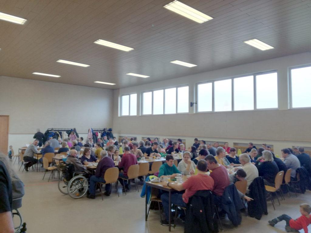 Der Einladung zum gemeinsamen Frühstück folgten wieder zahlreiche Gompertshäuser.